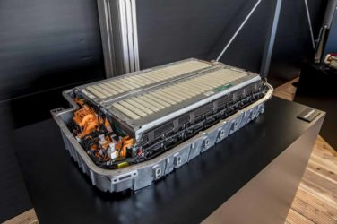 Premium-Klasse: Zores mit Batterien