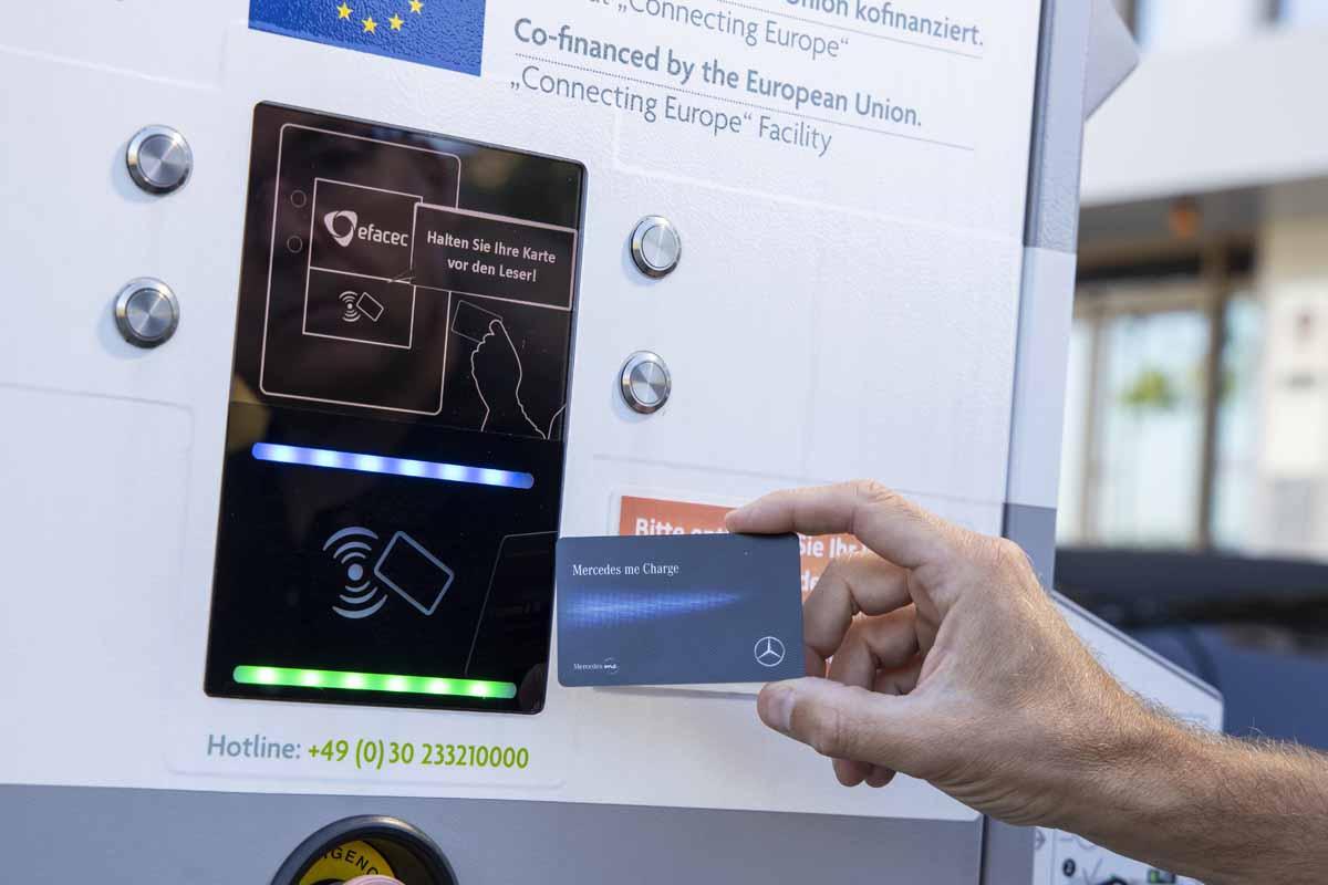 E-Autos laden unterwegs: Öffentliche Ladestationen und Preise